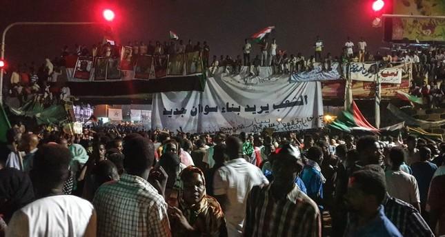 البنك المركزي السوداني يجمد حسابات المؤسسات الحكومية المنحلة