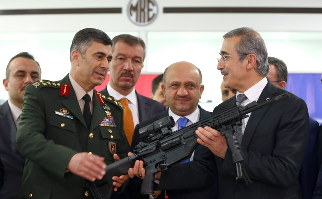 Defense Industries Undersecretary İsmail Demir, the country's top defense procurement bureaucrat, handed rifles to Land Forces Commander Gen. Salih Zeki Çolak at a ceremony.