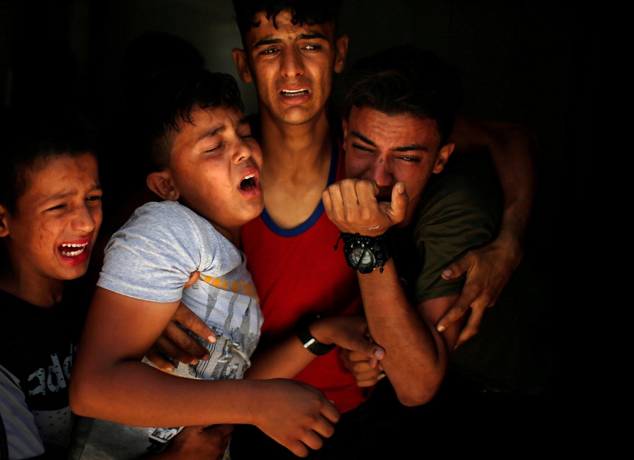 Relatives of a Palestinian, who was killed at the Israel-Gaza border, react at a hospital in Gaza City June 18, 2018. (Reuters Photo)