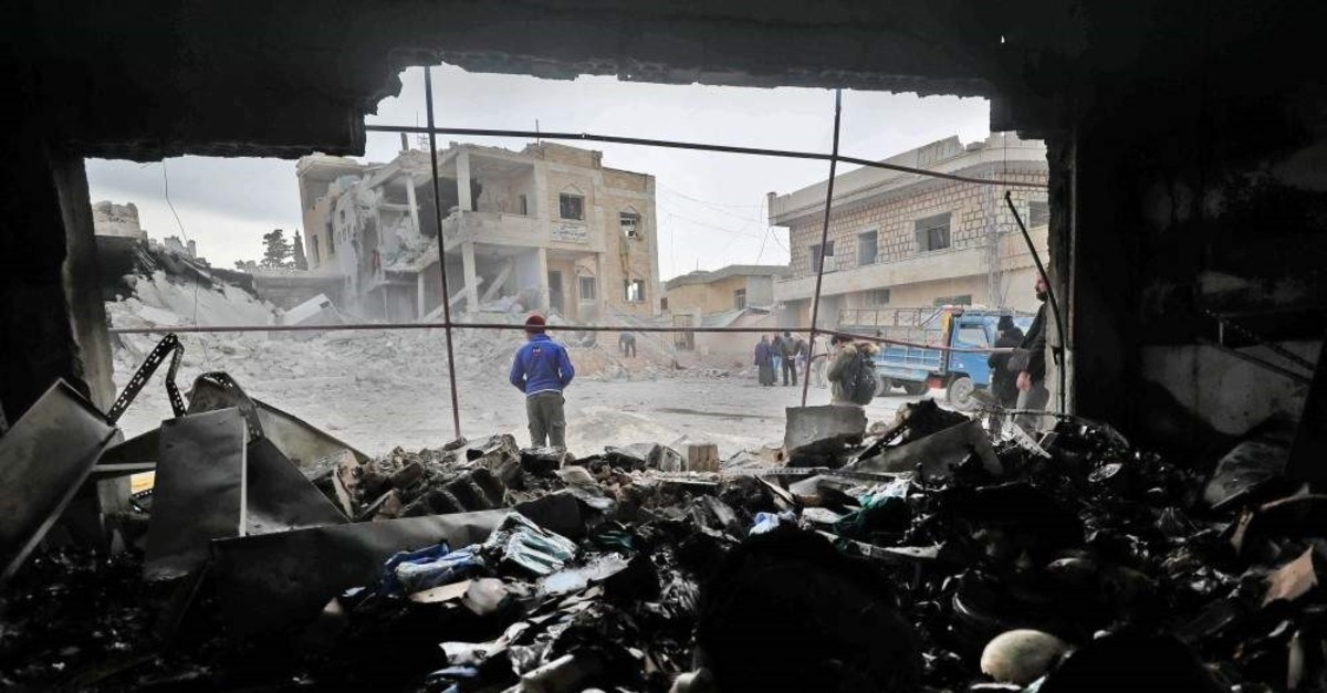 Syrians walk amidst rubble following reported airstikes by pro-regime forces in Idlib, Nov. 25, 2019. (AFP)