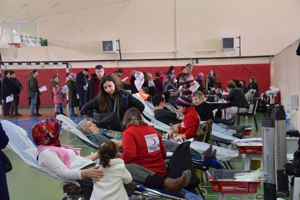 People donate blood for the campaign in Lapseki, u00c7anakkale on Jan. 21, 2019.