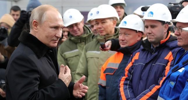 بوتين يفتتح الطريق السريع إم 11 الذي شاركت في تنفيذه شركة تركية