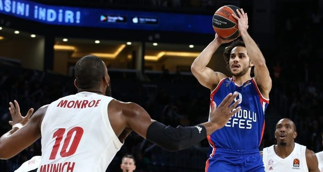 Shane Larkin recorded 49 points for Anadolu Efes against Bayern Munich, becoming the highest scorer in a match in THY EuroLeague's history. AA Photo