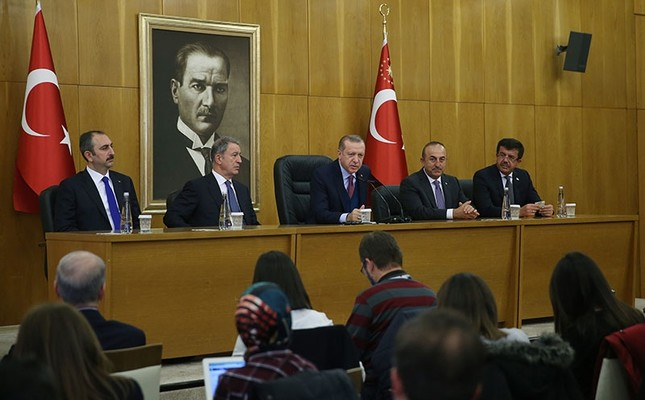 President Recep Tayyip Erdoğan (C), accompanied by Chief of Staff Hulusi Akar (CL), FM Mevlüt Çavuşoğlu (CR), Economy Min. Nihat Zeybekci (R) and Justice Min. Abdülhamit Gül (L), holds a press conference in Istanbul, on Nov. 13, 2017. (AA Photo)