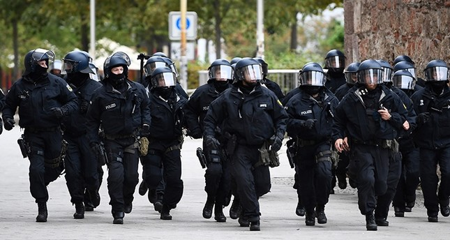 Riot police officers run  in Chemnitz, Germany, Sept. 1, 2018. (EPA Photo)