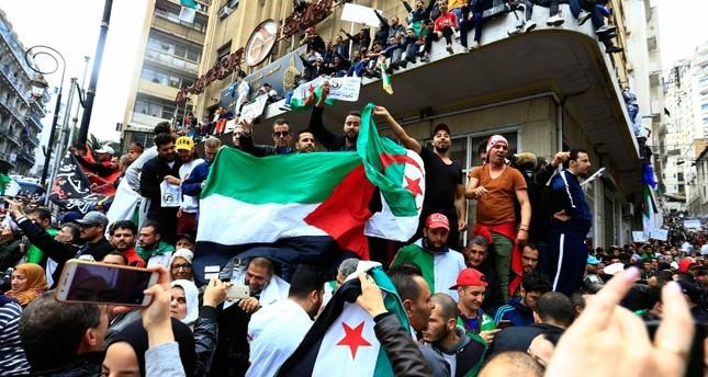 أحزاب المعارضة الجزائرية ترفض تمديد ولاية الرئيس المؤقت