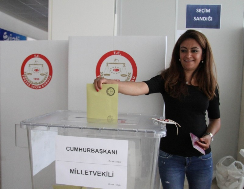 A Turkish expatriate voter casts her vote for the June 24 presidential and parliamentary elections at the Antalya International Airport in southern Turkey, June 8, 2018. (IHA Photo)