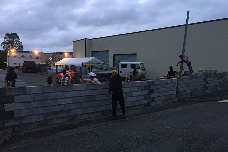 A handout photo released by the French association 'Collectif Semeac' shows local residents building a wall at the entrance of a Formula 1 hotel in Semeac, south western France, early on July 24, 2017. (AFP Photo)