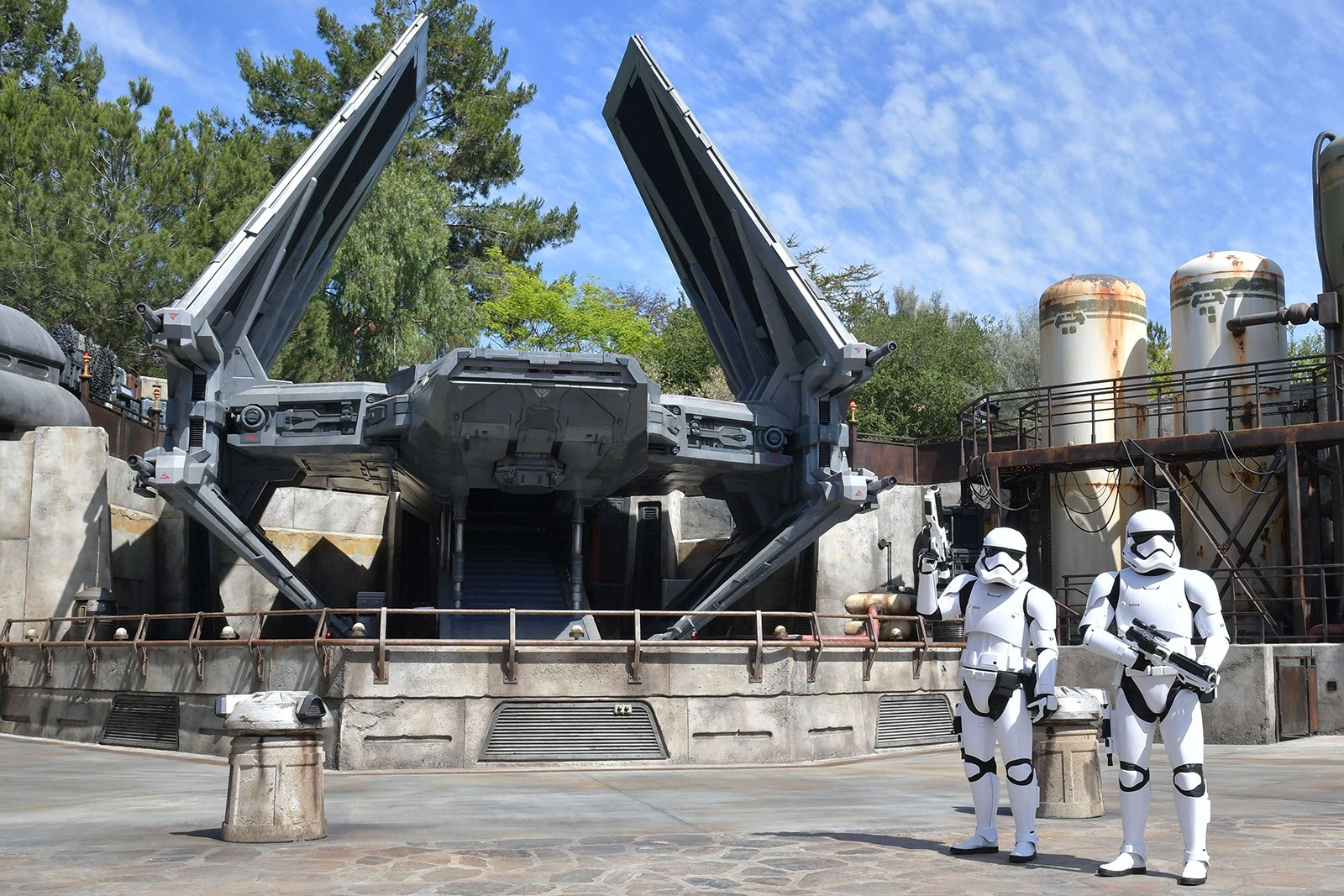 Galaxy's Edge: Disneyland's giant Star Wars theme park
