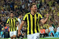 Fenerbahçe looks to close 8-point gap with Galatasaray