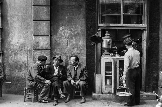Photo taken by legendary photographer Ara Güler shows three friends chatting in front of a tea house at Passage Hazzopulo in Beyoğlu, Istanbul, 1953.