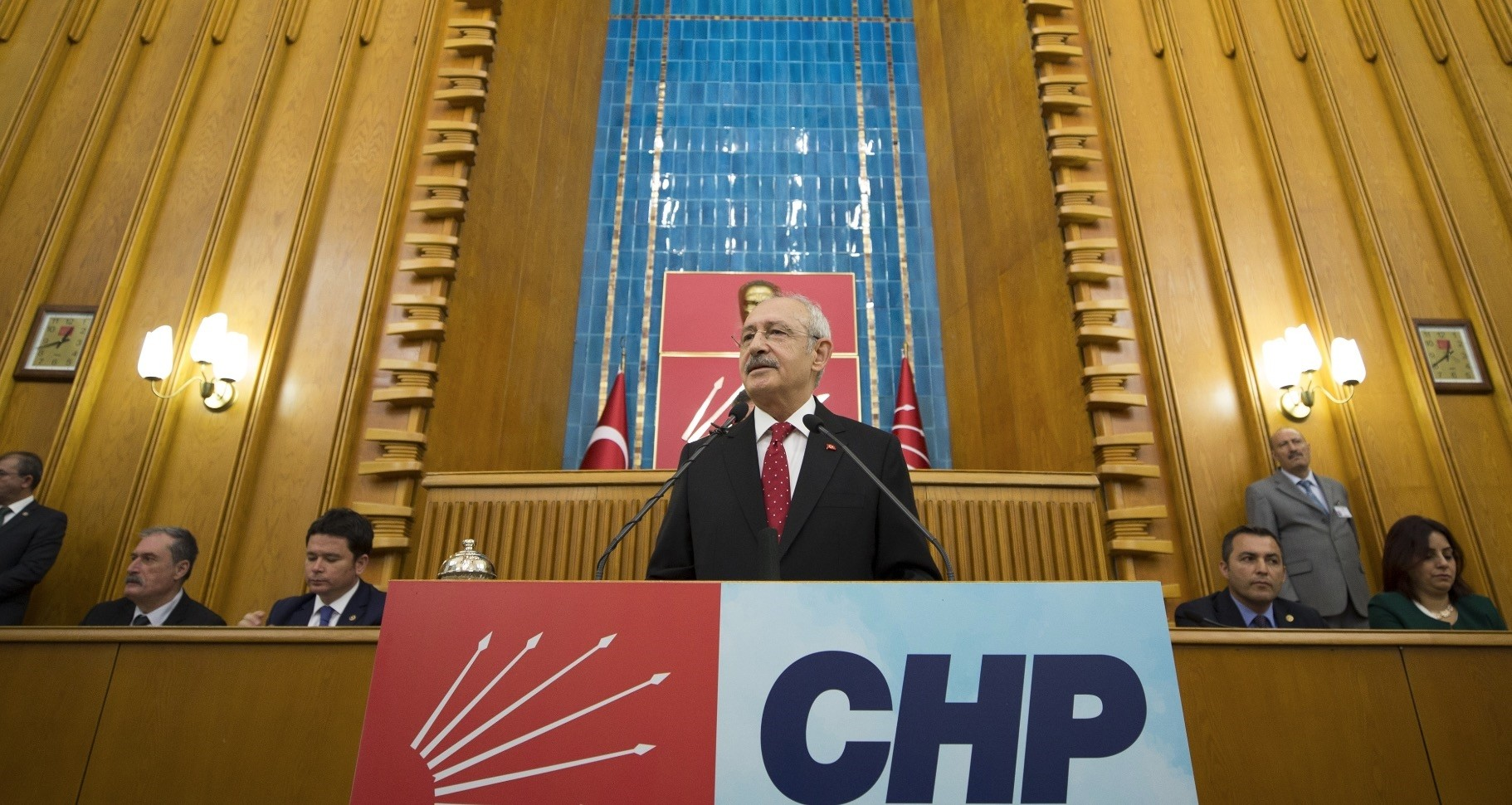 Opposition CHP Chairman Ku0131lu0131u00e7darou011flu delivers a speech at his party's group meeting at the party's headquarters in Ankara.