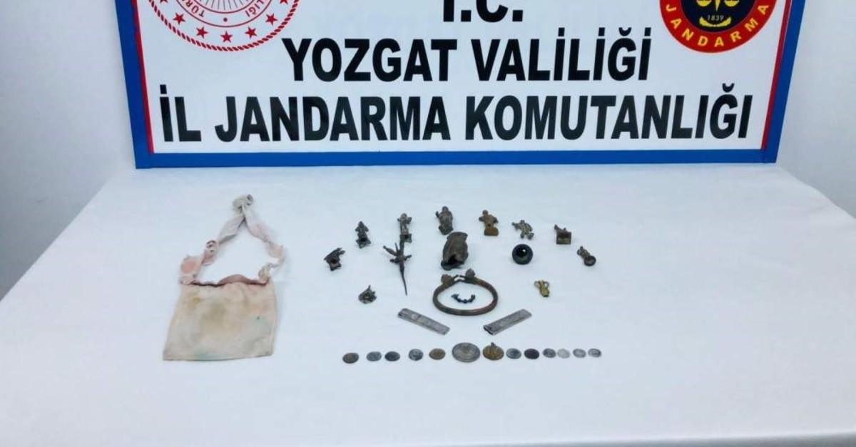 Security forces seized 29 historic artifacts in central Turkey's Yozgat on Monday. (DHA Photo)