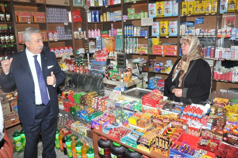 TESK President Bendevi Palandu00f6ken visits a grocery store in capital Ankara after the governorate decides shopping malls to be shut down on first days of religious holidays. (IHA Photo)