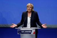 Die Vorsitzende der rechtsextremen Front National (FN), Marine Le Pen, hat von der Parteibasis Rückenwind für ihren Erneuerungskurs bekommen.  Die 49-Jährige wurde als Parteichefin wiedergewählt,...