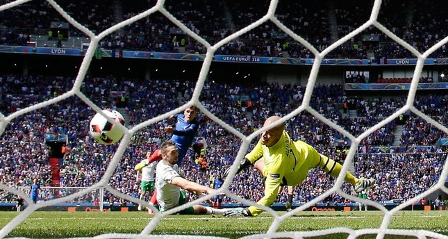France's Antoine Griezmann scores his side's second goal during the Euro 2016 round of 16 soccer match between France and Ireland on Sunday, June 26, 2016.emAP Photo/em