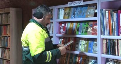 Orhan Pamuk, Charles Dickens und J.K. Rowlings sind nur einige der Bücher, die sich in der Bibliothek der städtischen Müllabfuhr in Ankara finden. Das Besondere an der Bücherei: alle Bände wurden...