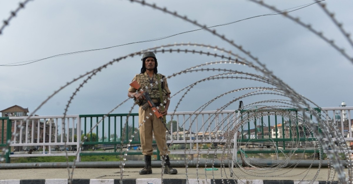 A security personnel stands guard on a street during a lockdown in Srinagar on August 11, 2019, after the Indian government stripped Jammu and Kashmir of its autonomy. (AFP Photo)