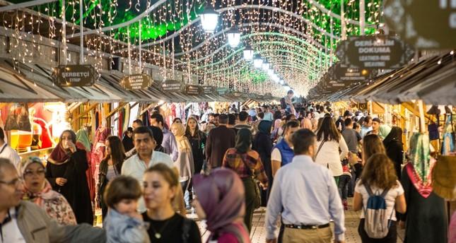 Fatih Municipality set up a bazaar titled 'Centuries-old tastes and arts' as part of Ramadan activities.