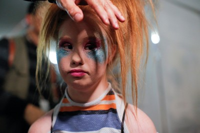 Stuart is getting ready backstage before presenting her creations at NYFW. (REUTERS Photo)