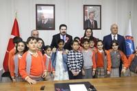 طفلة سورية تدعو رئيس بلدية بولو إلى التوقف عن العنصرية ضد اللاجئين