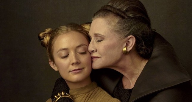 Carrie Fisher and Billie Lourd in Star Wars: The Last Jedi.