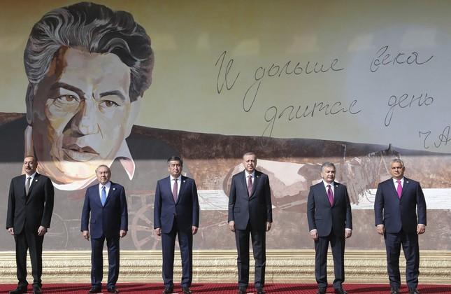 Azerbaijan's Aliyev, Kazakhstan's Nazarbayev, Kyrgyzstan's Jeenbekov, President Erdoğan, Uzbekistan's Mirziyoyev and Hungary's  Orban pose for a photo in front of a portrait of Chingiz Aytmatov, a Kyrgyz author and diplomat