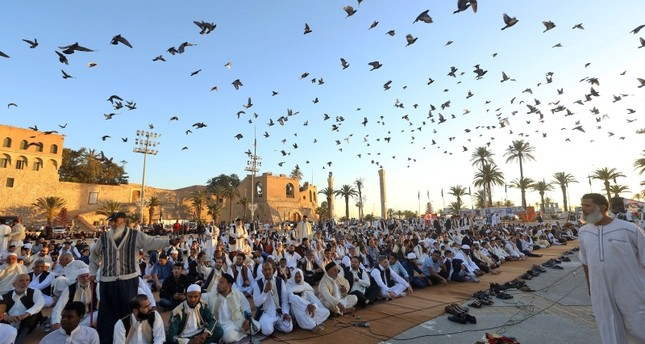 Libyan Muslim worshipers gather to perform Eid al-Fitr prayers at the Martyrs Square of the capital Tripoli on June 4, 2019. (AFP Photo)