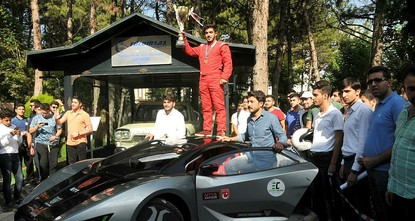 pEin Elektroauto, das von türkischen Studenten für einen wissenschaftlichen Wettbewerb entwickelt wurde, traf am Montag auf das erste national entwickelte Fahrzeug der Türkei./p  pDie...
