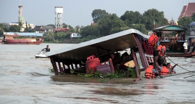 49 سائحا صينيا فُقدوا جراء انقلاب قارب في تايلاند
