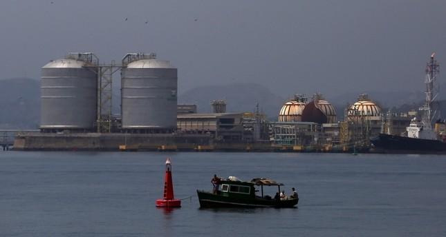 أسعار النفط تهبط عالمياً رغم توترات التجارة والإمدادات