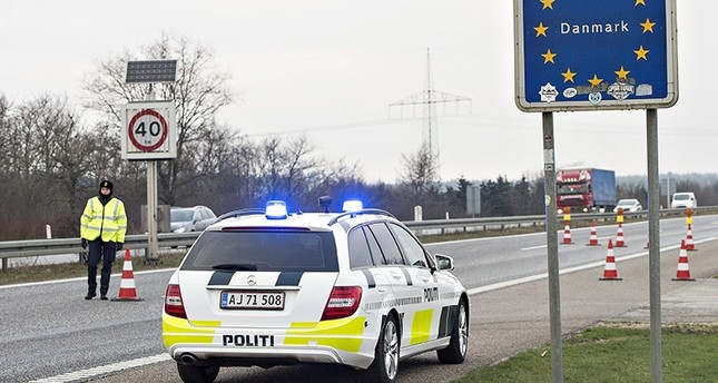 Danish Police officers check vehicles at the bordertown of Padborg, Denmark January 4, 2016. (Reuters Photo)