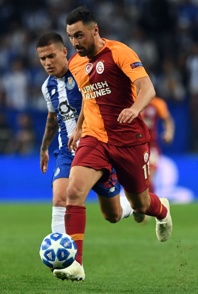 Galatasaray's Sinan Gu00fcmu00fcu015f (R) vies with Porto's Otavio during the Champions League group D match at the Dragao stadium in Porto.