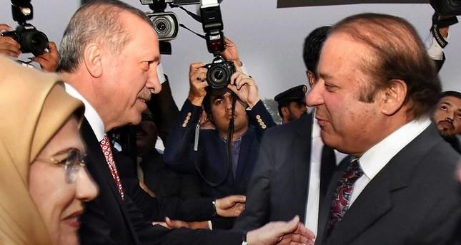 أردوغان يلتقي الرئيس الباكستاني في إسلام أباد في زيارة تستمر يومين