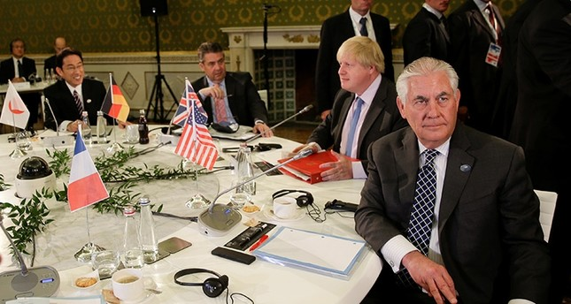 (R-L) U.S. Secretary of State Rex Tillerson, Britain's Foreign Secretary Boris Johnson and German Foreign Minister Sigmar Gabriel attend roundtable talks during a G7 for foreign ministers in Lucca, Italy April 11, 2017. (Reuters Photo)