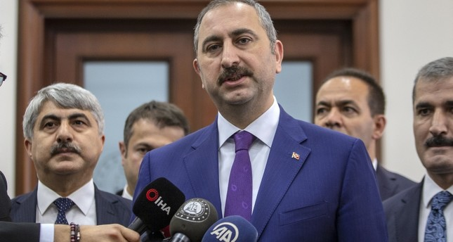 وزير العدل التركي يعلن إلغاء الحظر على لقاء أوجلان مع محاميه