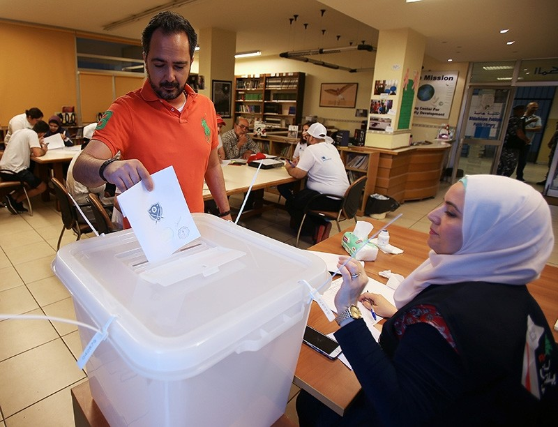 A man casts his vote at a polling station during the parliamentary election, in Sidon, Lebanon May 6, 2018. (Reuters Photo)