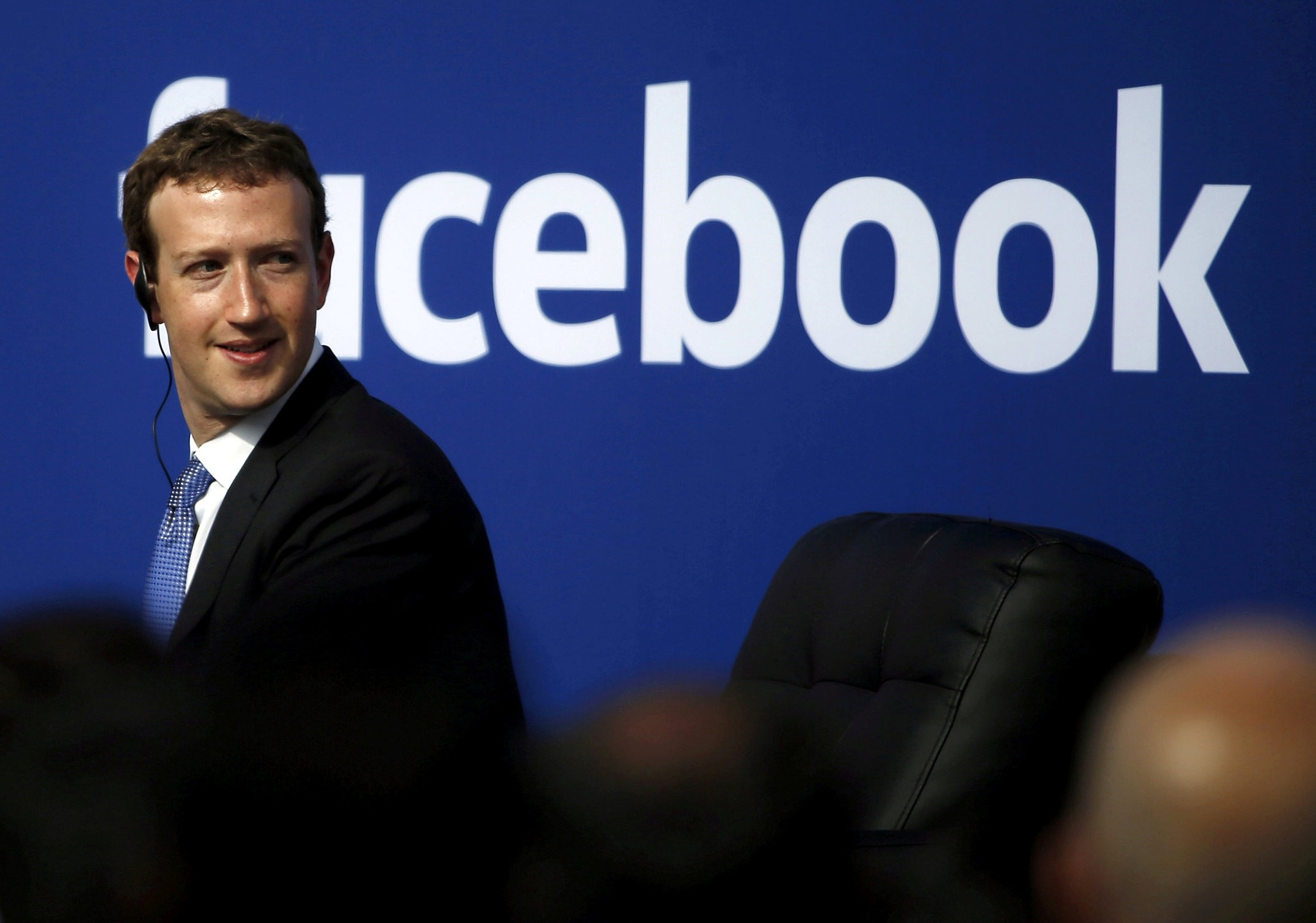 Facebook CEO Mark Zuckerberg is seen on stage during a town hall at Facebook's headquarters in Menlo Park, California September 27, 2015. (REUTERS Photo)