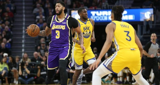 Lakers center Davis dribbles the ball against the Golden State Warriors during an NBA game, Feb.8, 2020. AFP Photo