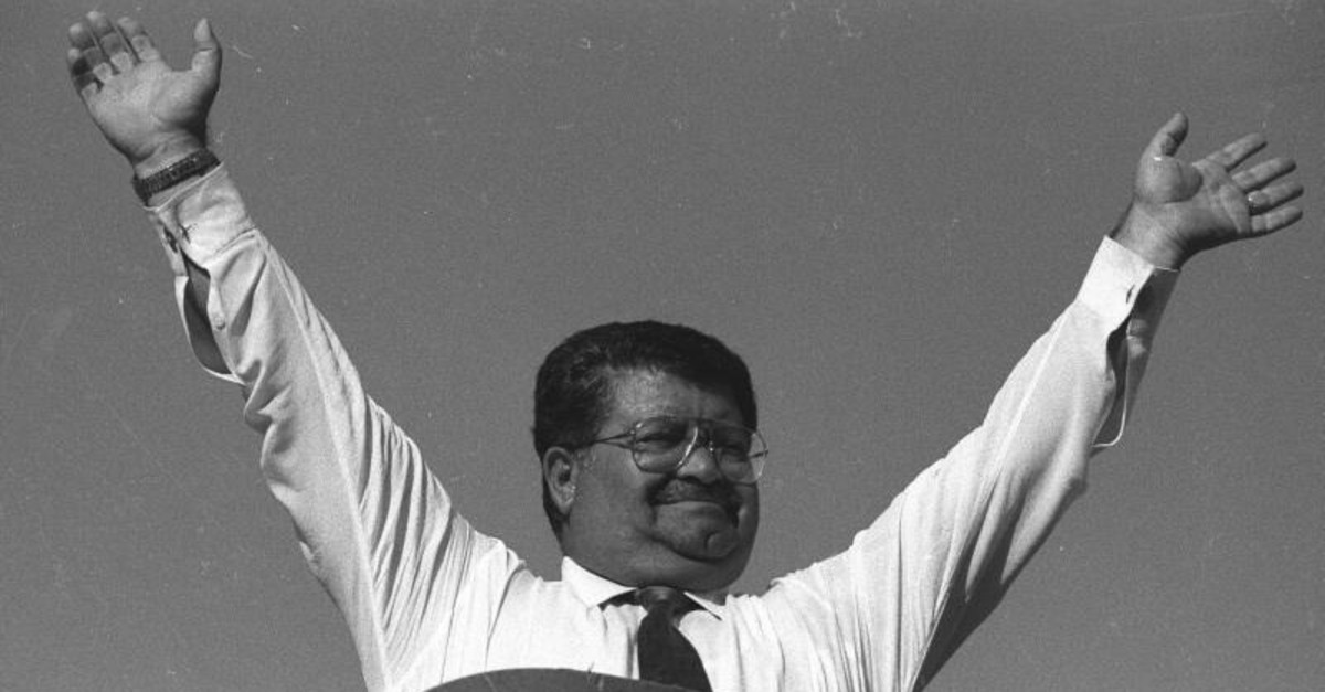 Then Prime Minister Turgut u00d6zal waves at supporters during a rally in the eastern province of Malatya, on July 21, 1986. (AA Archive Photo)