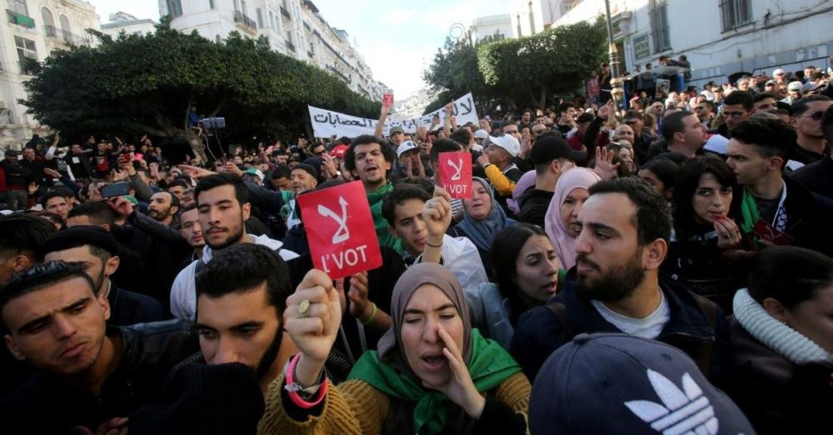 Demonstrators shout slogans during a protest calling to reject the upcoming presidential election, Algiers, Dec. 11, 2019. (REUTERS Photo)