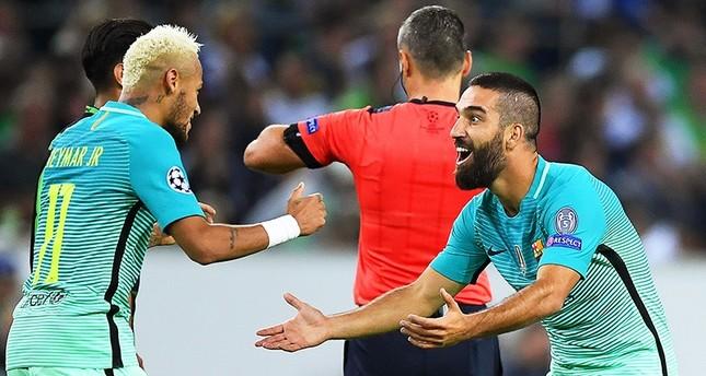 شاهد.. التركي طوران يسجد عقب تسجيله هدف ثمين لبرشلونة في أبطال أوروبا