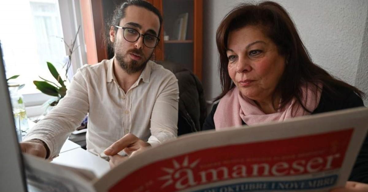 Karen Sarhon (R), the editor of the El Amaneser monthly, published entirely in Judeo-Spanish, works on a new edition of the newspaper, Istanbul, Dec. 12, 2019. (AFP Photo)