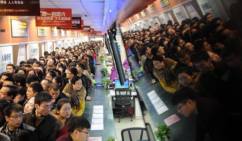 Job hunters crowd at a job fair in Taiyuan, Shanxi province, China on Feb. 4, 2017. (Reuters Photo)