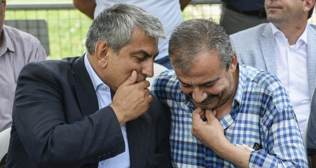 CHP Istanbul branch head Cemal Canpolat (L) and HDP Deputy Sırrı Süreyya Önder.
