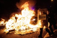 Barcelona burns as clashes over Catalan leaders continue for 3rd night