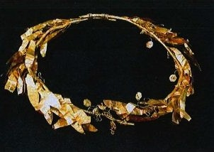 Ancient golden crown set to be returned to Turkey.