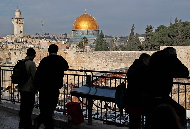 People look out at a view of the Old City of Jerusalem, with the Dome of the Rock (C) in the Al-Aqsa mosque compound and the Western Wall (down) on December 5, 2017. (AFP Photo)