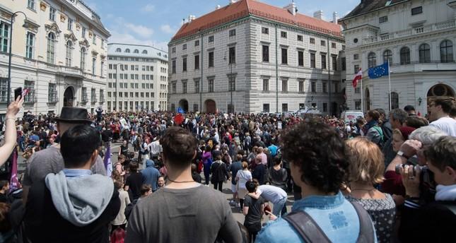 مظاهرات ضد حزب الحرية اليميني المتطرف بالنمسا بعد فضيحة رئيسه