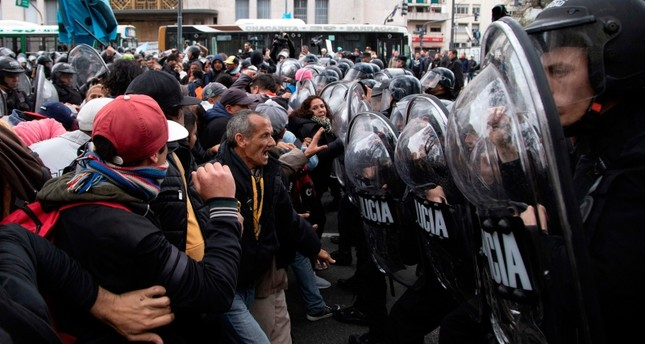 Protesters clashing with riot police outside the Social Development Ministry building in Buenos Aires on September 11, 2019. (AFP Photo)